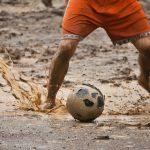 雨のサッカー