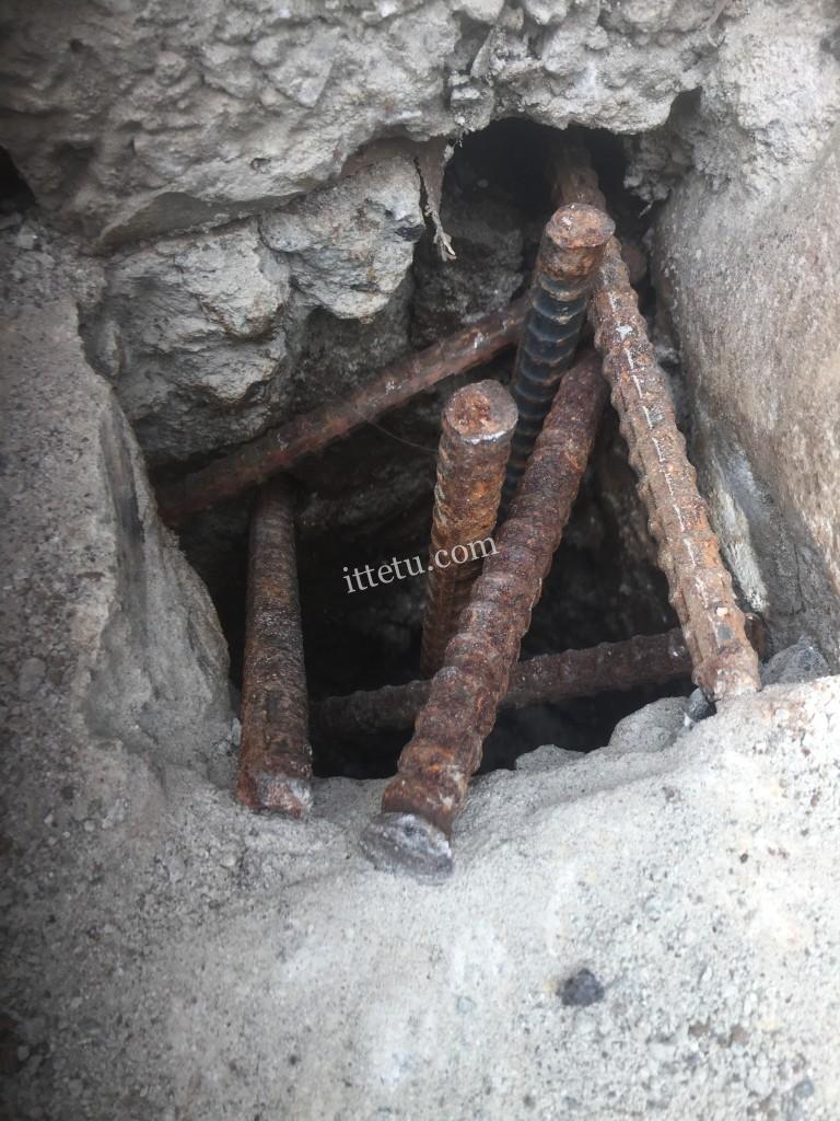 バッティングネット支柱の穴